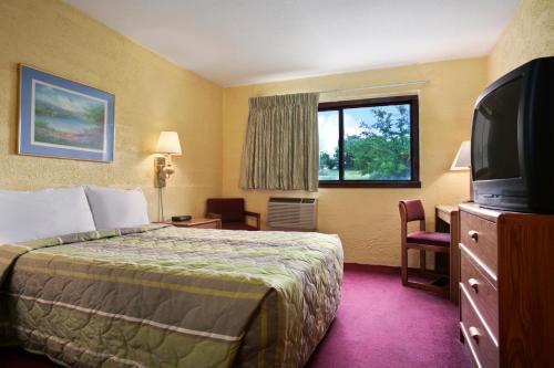 Motel 6 Eau Claire, WI Photo