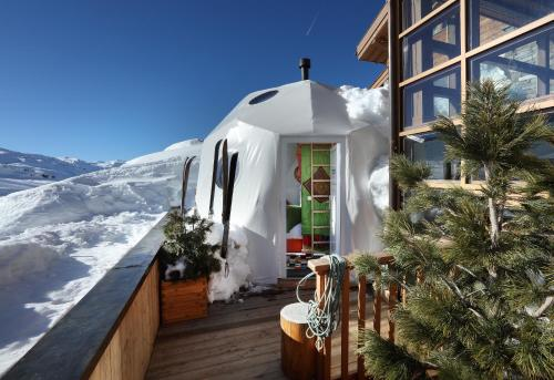 Place du Slalom, 73440 Val Thorens, France.