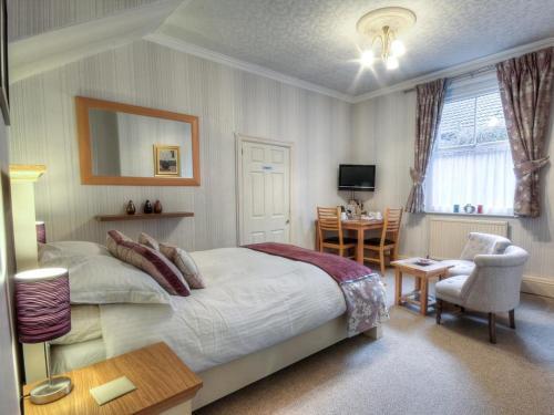 208 Marsland Road, Sale, England, United Kingdom, M33 3NE.