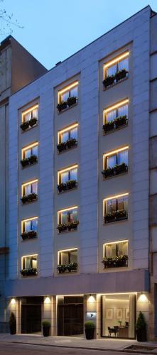 Calle Amador de los Rios 3, 28010 Madrid, Spain.