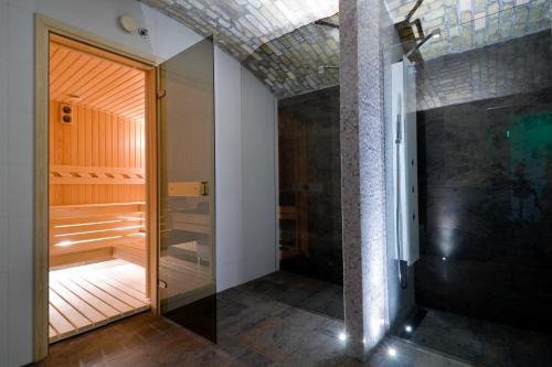 Hotel Palazzo Zichy - 4 of 54