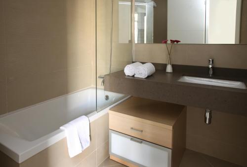 MH Apartments Suites photo 6