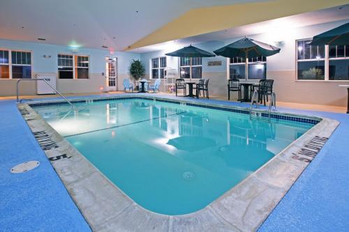 Country Inn & Suites by Radisson, Lansing, MI Photo