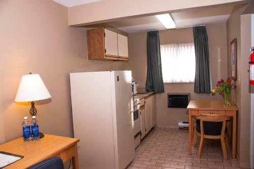 Comfort Inn & Suites - North Vancouver, BC V7P 3B4
