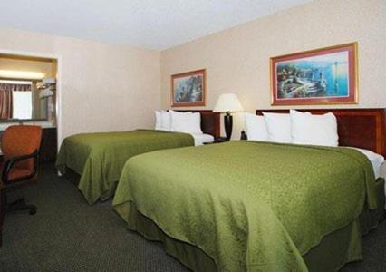 Rodeway Inn Conference Center - Crawfordsville, IN 47933