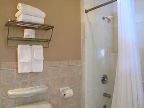 Lunenburg Arms Hotel Photo