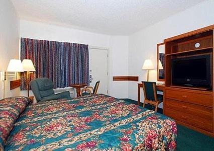 Econo Lodge Topeka Photo
