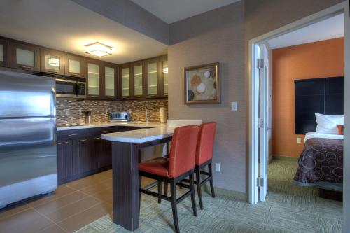 Staybridge Suites Hamilton - Downtown - Hamilton, ON L8P 0B1