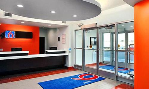 Motel 6 Swift Current - Swift Current, SK S9H 3T7