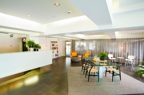 Cosmopolitan Hotel Melbourne - By 8hotels