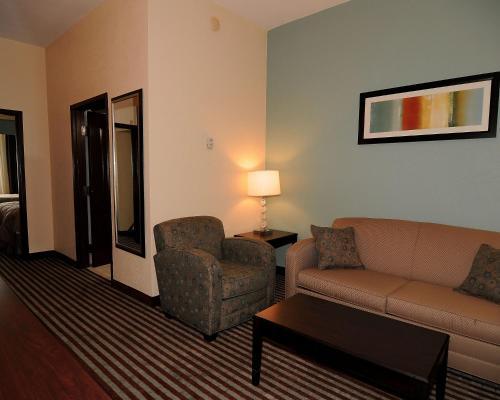 Comfort Inn & Suites Grenada - Grenada, MS 38901
