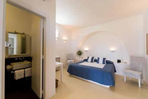 Via Faro 3, 98050 Malfa, Sicily, Italy.