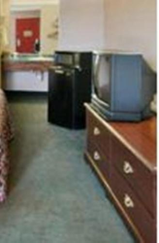 Red Carpet Inn Macon East - Macon, GA 31217