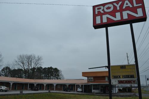Royal Inn Albertville - Albertville, AL 35950