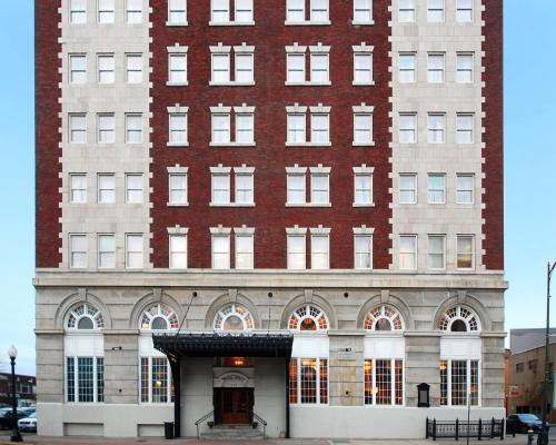 DoubleTree by Hilton Hotel Utica