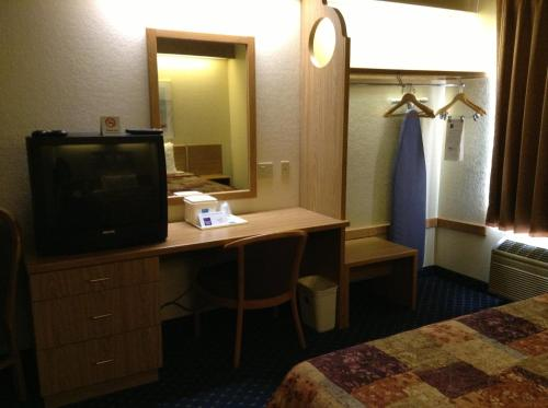 Econo Lodge Denver International Airport - Denver, CO 80111