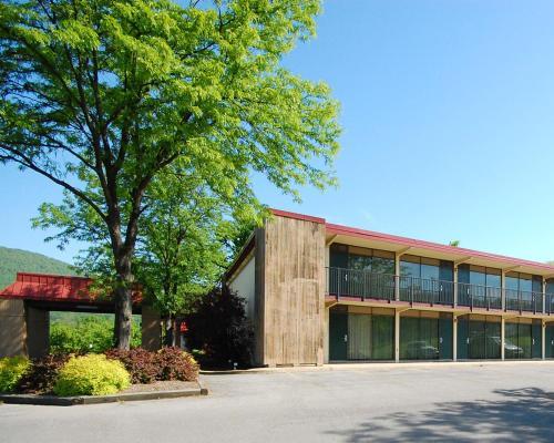 Quality Inn & Suites Burnham - Burnham, PA 17009