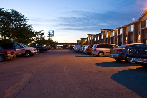 Super 8 Evansville Photo