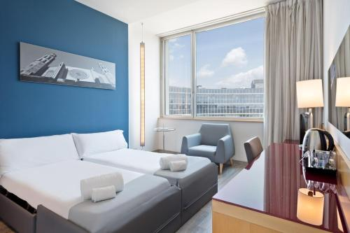 Tryp Barcelona Aeropuerto Hotel photo 40