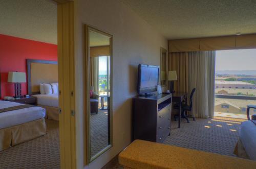 Ramada By Wyndham Phoenix Midtown Hotel