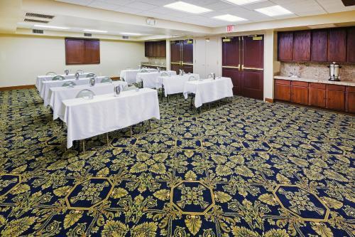 Radisson Hotel El Paso Airport - El Paso, TX 79925