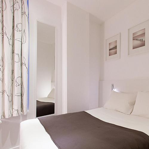hotel des anges h tel 48 rue du vieux march aux. Black Bedroom Furniture Sets. Home Design Ideas