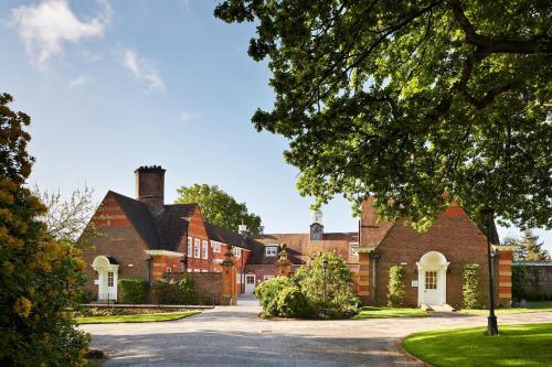 Blackheath Lane, Guildford GU5 0RF, England.
