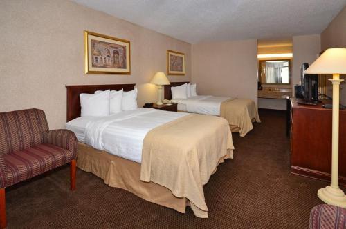 Quality Inn Exit 4 Clarksville Photo