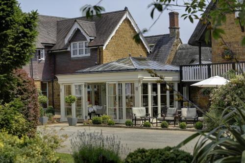 Wroxton, Banbury, Oxfordshire, England, United Kingdom, OX15 6QB.