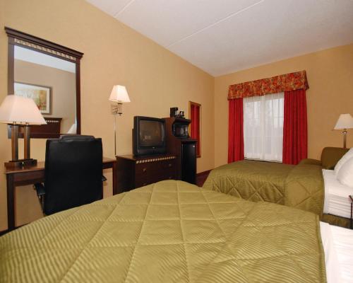 Comfort Inn Grove City - Mercer, PA 16127