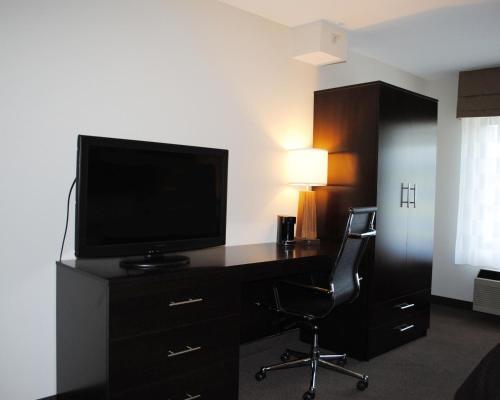Sleep Inn & Suites Queensbury Photo