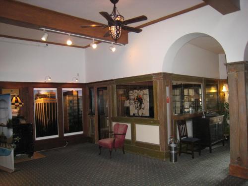 Rodmay Hotel - Powell River, BC V8A 4J9