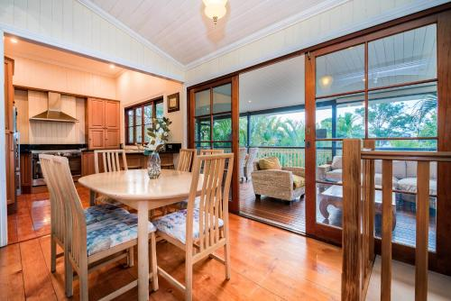 Treetop View Home just 20 Minutes from Brisbane City