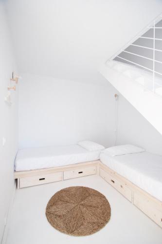 Estudio Deluxe con cama grande - Uso individual Akassa Alojamientos Bioclimaticos en las Hurdes 20