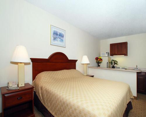 Econo Lodge Inn & Suites Lugoff Photo