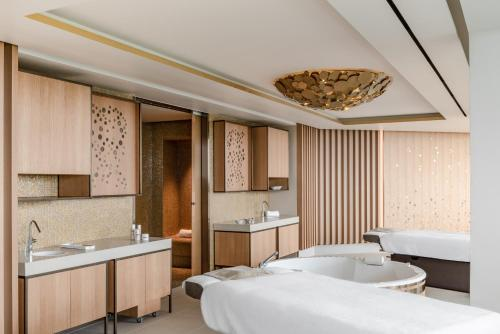 Royal Champagne Hotel & Spa - 2 of 50
