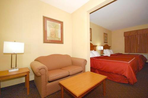 Comfort Suites Brenham Photo