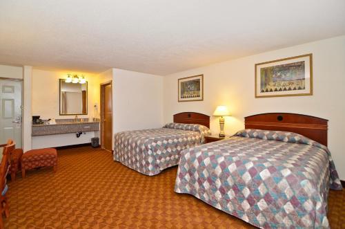 Econo Lodge Inn & Suites Madras Chateau Inn Photo