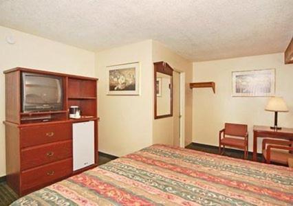 Rodeway Inn Convention Center Photo