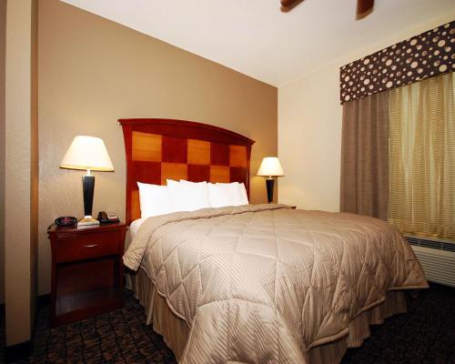 Comfort Inn & Suites Carthage - Carthage, TX 75633