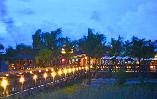 Beachcomber Beach Resort And Hotel - St Petersburg, FL 33706