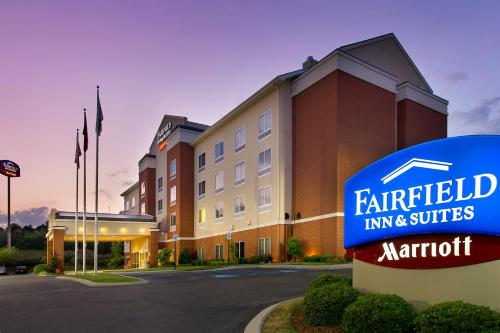 Fairfield Inn and Suites Cleveland Photo