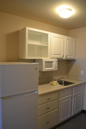 Cottonwood Suites Westminster Photo