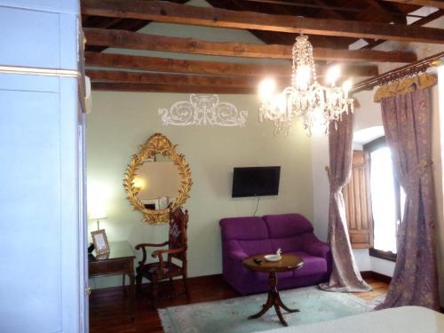 Deluxe Double or Twin Room with Spa Bath Boutique Hotel Nueve Leyendas 8