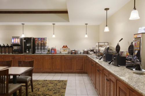 Country Inn & Suites by Radisson, Ashland - Hanover, VA photo 18