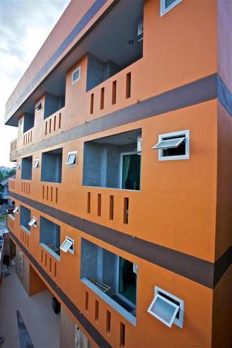 Baan Kamala Hostel & Guesthouse