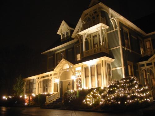 Victoria's Historic Inn - Wolfville, NS B4P1E8