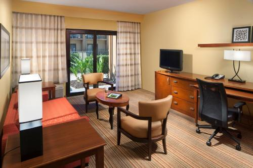 Courtyard by Marriott Orlando Airport photo 8