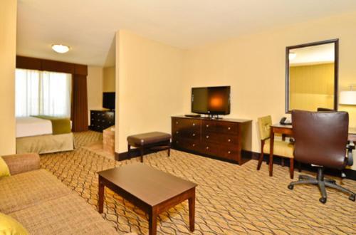 Holiday Inn Express & Suites Williston - Williston, ND 55801