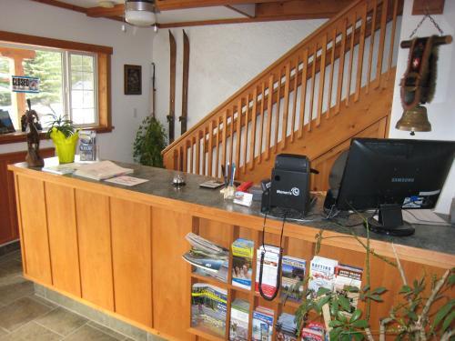 Gateway Motel - Radium Hot Springs, BC V0A1M0